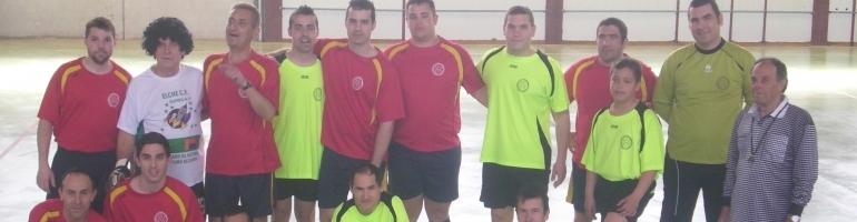 Participantes partido de fútbol del día del padre.