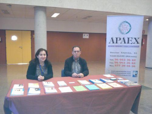 Mesa informativa APAEX Elche en la UMH.