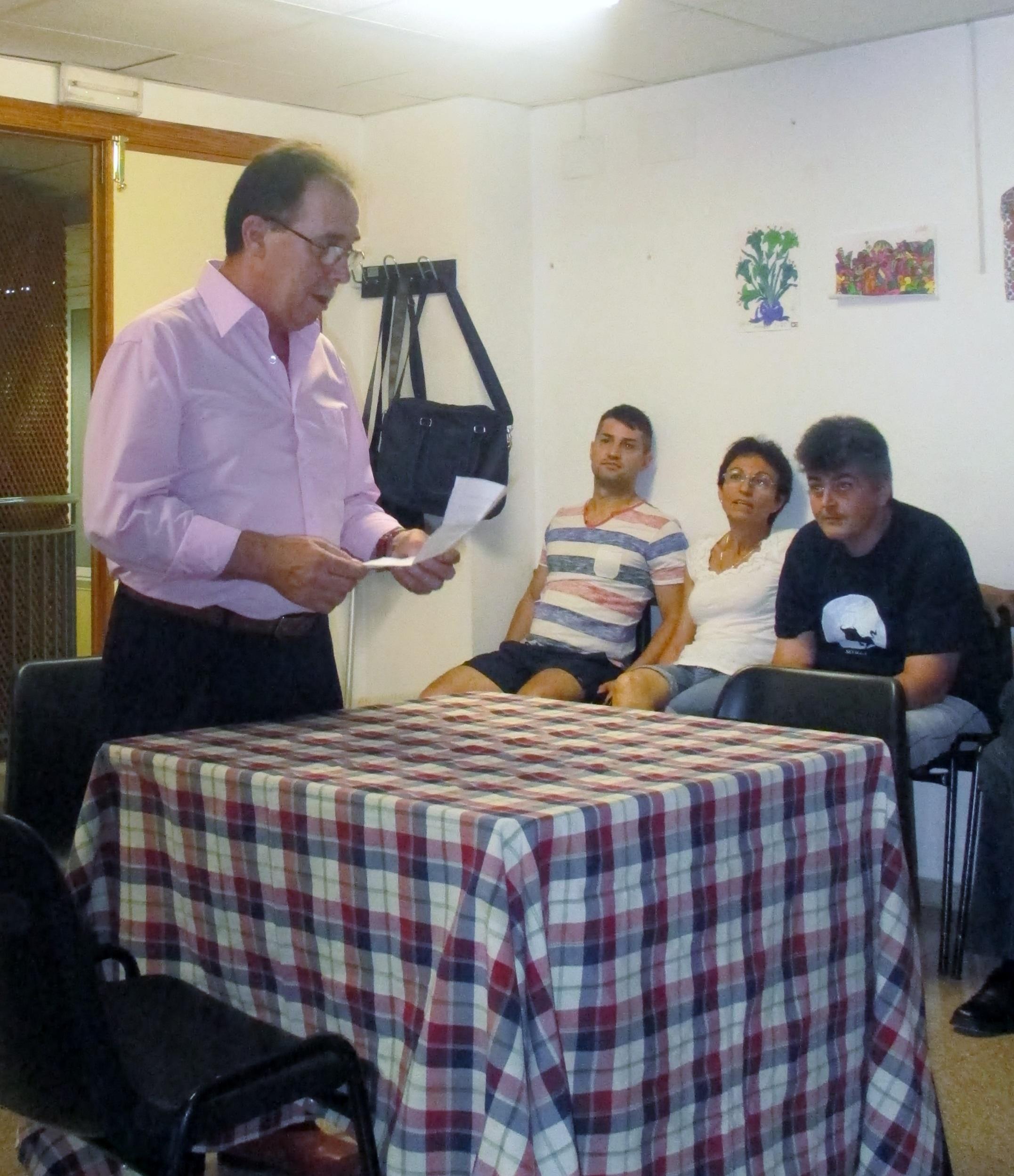 El presidente de APAEX, Manuel Agulló, presentando la ceremonia de los diplomas.