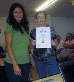 Voluntaria junto a usuaria de APAEX