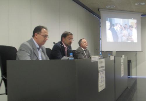 De derecha a izquierda: Dr. Francisco Pascual, de la UCA de Alcoy Antonio Luis Martínez Pujalte, concejal de acción social y Manuel Agulló, presidente de APAEX.