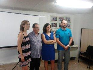 La concejala de acción social del ayuntamiento de Elche, Maria Teresa Maciá, junto al presidente de APAEX, Manuel Agulló, y los representantes del grupo municipal de Ciudadanos.